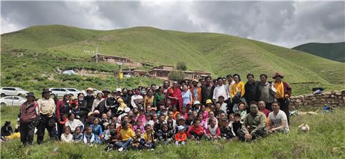 高原爱心行 走进四川省甘孜藏族自治州德格县俄支乡慰问藏族小朋友